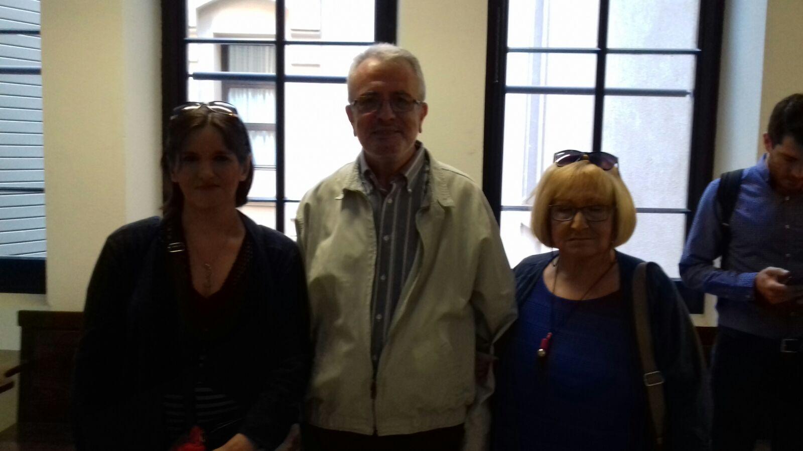 Foto con el doctor Julio Montoya, del departamento de Bioquímica de la Universidad de Zaragoza y miembro del CIBERER