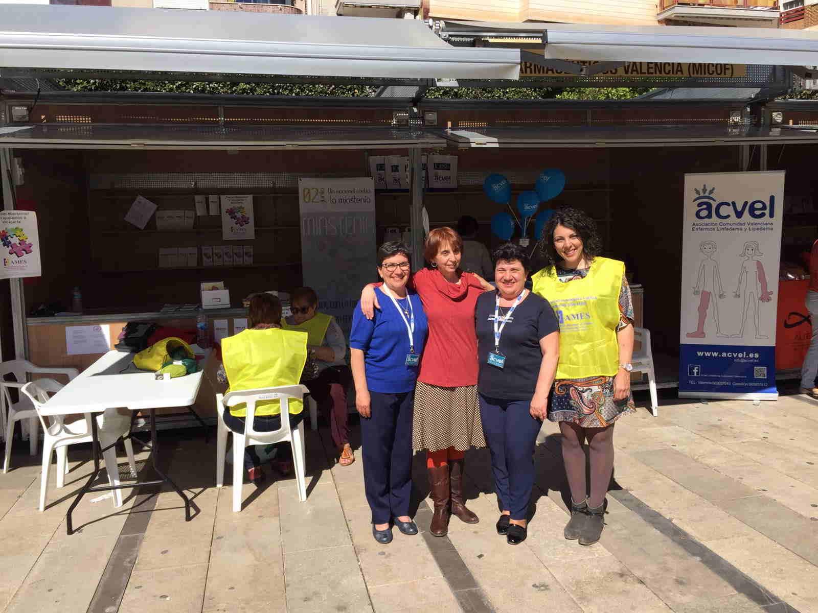 Con nuestras compañeras de stand Mª Carmen Soriano de ACVEL, Paqui Soriano ACVEL y Raquel Pardo de AMES